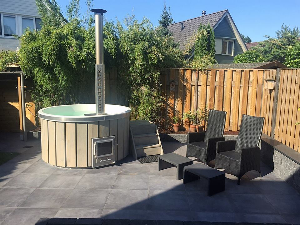 hot tub grey wash