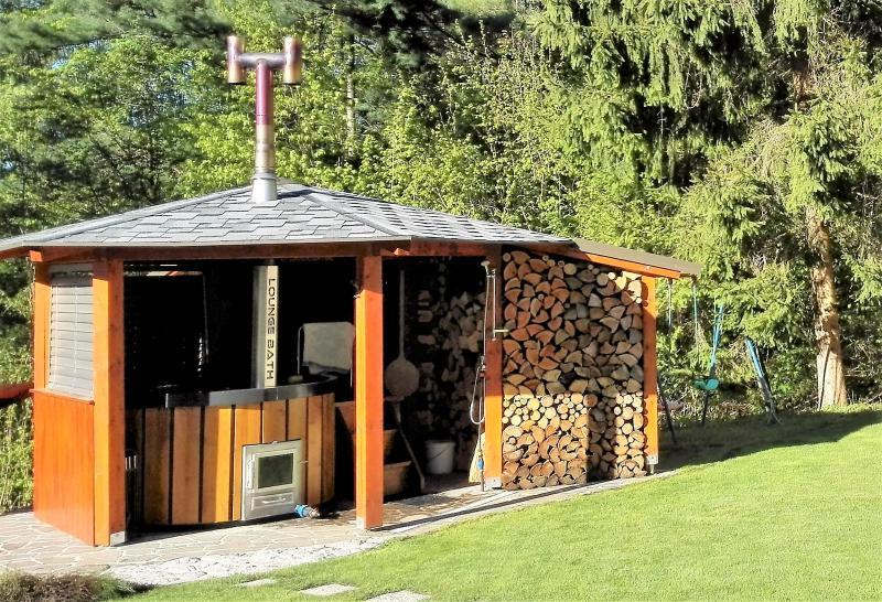 Loungebath aluminium hot tubs - Tub onder dak ...